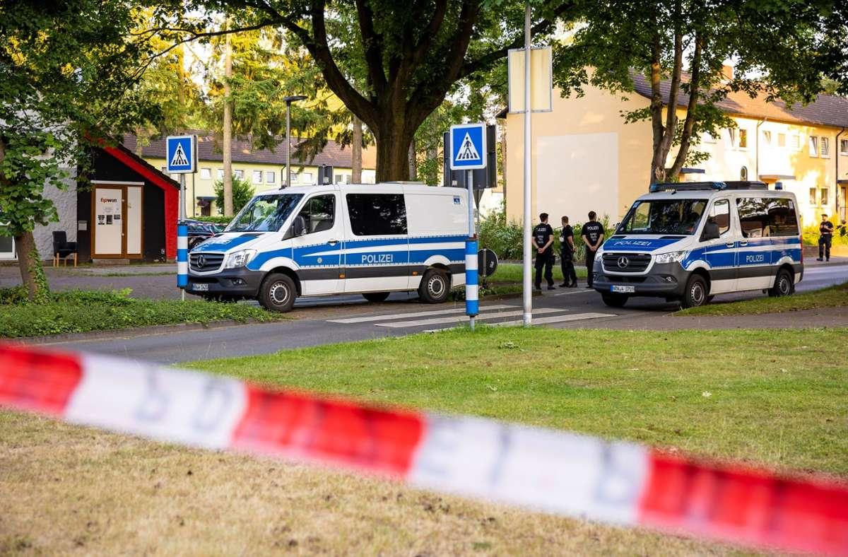 Eine Frau und ein 48-jähriger Mann sind am Donnerstag in Espelkamp in einer Reihenhaussiedlung gefunden worden. Foto: dpa/Moritz Frankenberg