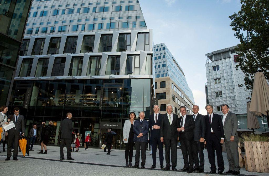 Gruppenbild bei der offziellen Eröffnung des Dorotheen-Quartiers. Foto: Lichtgut/Leif Piechowski