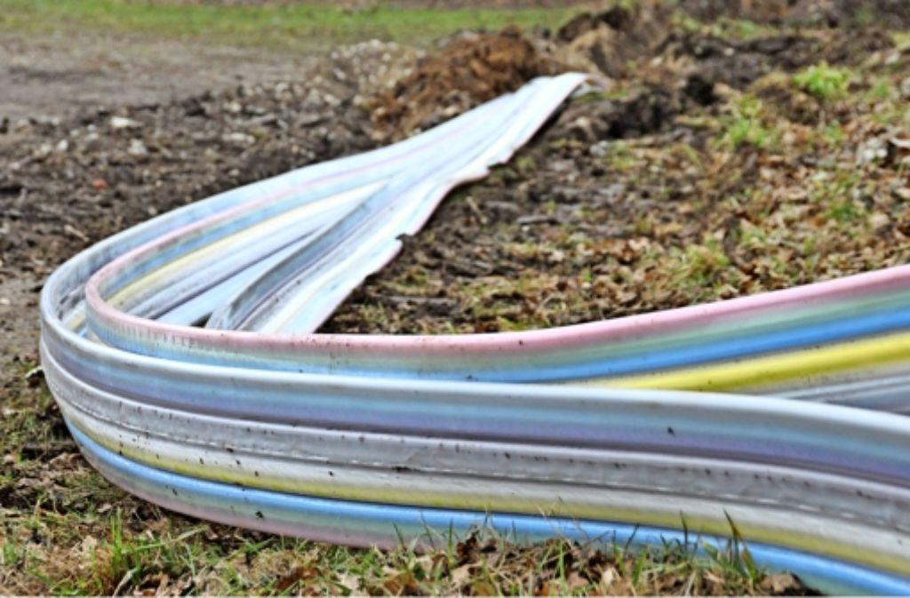 Wann immer es geht, lassen die Stadtwerke L.-E. bei Bauarbeiten vorsorglich Leerrohre für Glasfaserkabel verlegen. Foto: Norbert J. Leven