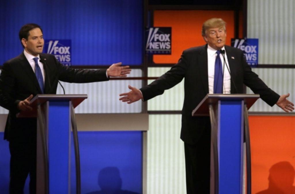 Präsidentschaftskandidat Donald Trump (rechts) sorgte bei der jüngsten Debatte der republikanischen Kandidaten wieder für peinliche Momente. Neben ihm Marco Rubio. Foto: AP