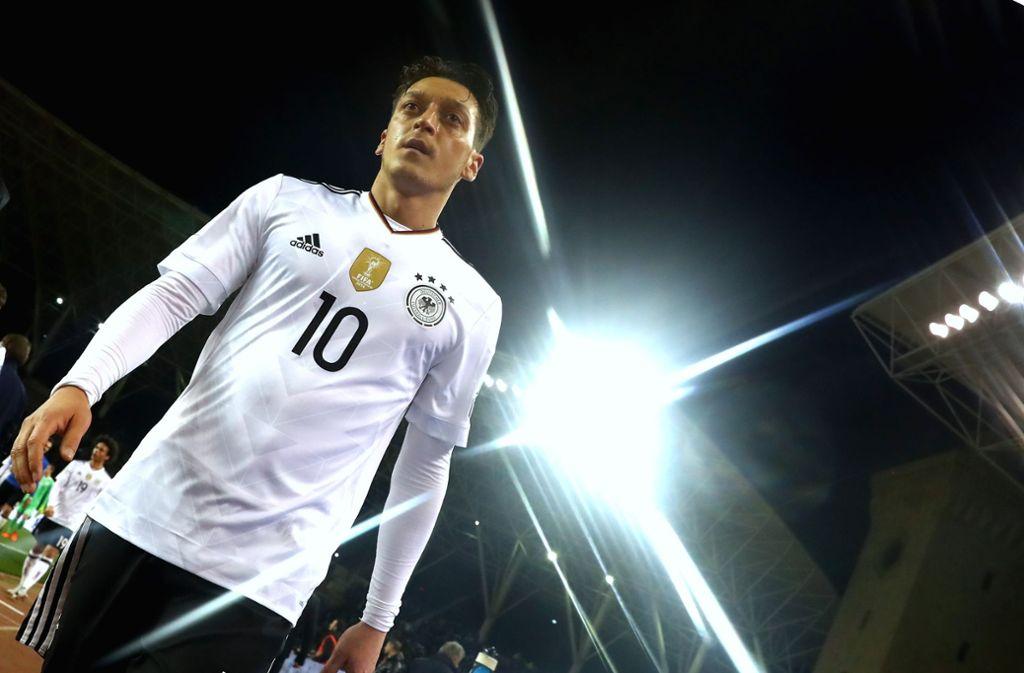 Mesut Özil äußerte sich kritisch zum DFB-Sponsor Mercedes. Foto: Bongarts