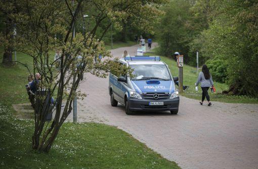 Unbekannter onaniert im Gebüsch und flieht mit Fahrrad