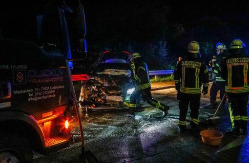 Lkw-Fahrer übersieht rote Ampel – zwei Schwerverletzte