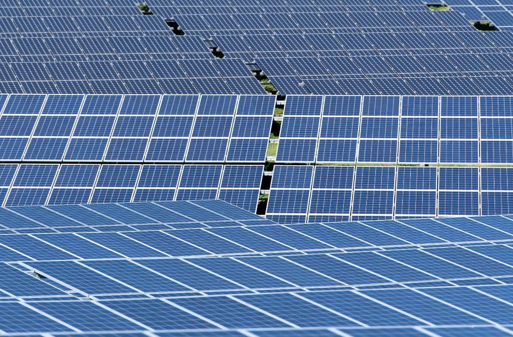 Sonnenergie wird mittlerweile im ganzen Rems-Murr-Kreis genutzt. Der Solarverein Rems-Murr will aber auch künftig kräftig für die Energiewende werben. Foto: dpa