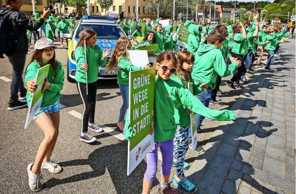 Ein Flashmob demonstrierte im Frühjahr 2018, wie schön eine grüne Verbindung zwischen Innenstadt und Schloss sein könnte. Foto: factum/Archiv
