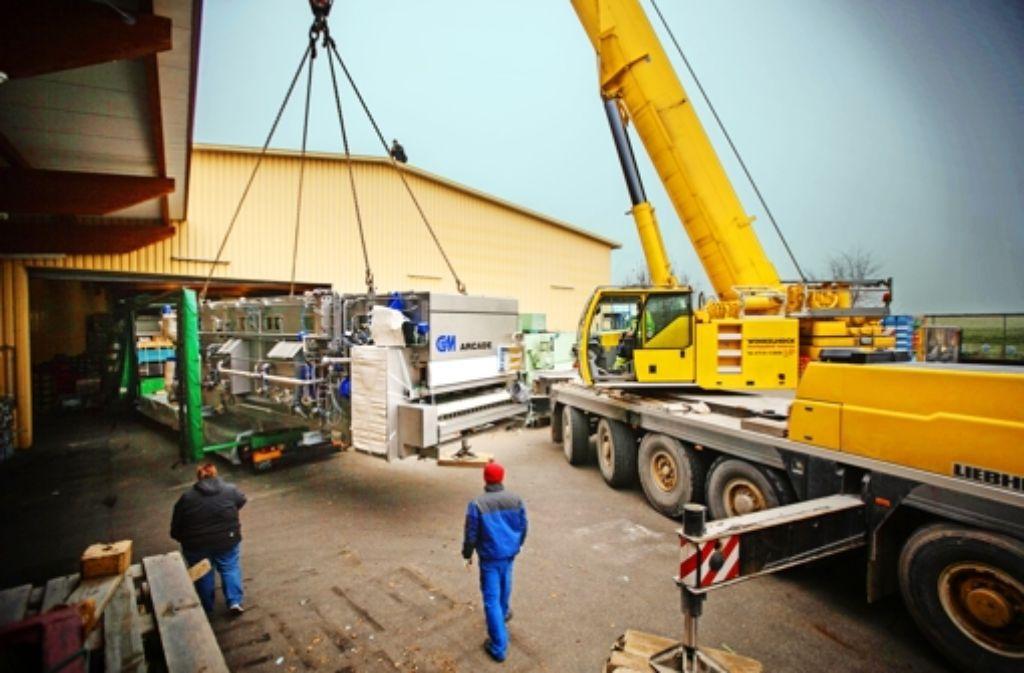 Langsam rollt der Transporter unter der Spülmaschine weg. Foto: Gottfried Stoppel