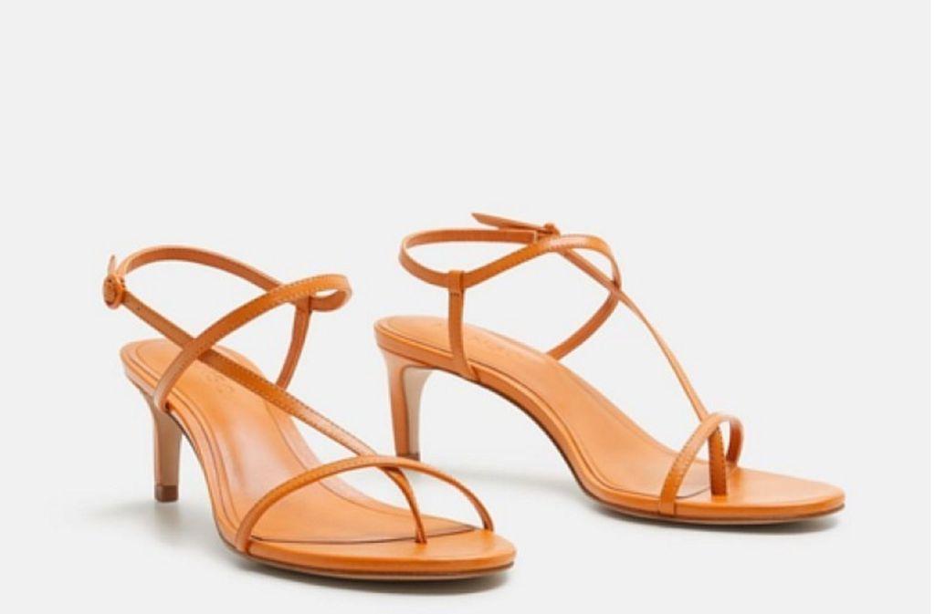 """""""Barely-There-Sandalen"""" heißen die offenen Schuhe, die besonders filigran ausfallen und die in dieser Saison die Füße trendbewusster Frauen schmücken sollen. Foto: Mango"""