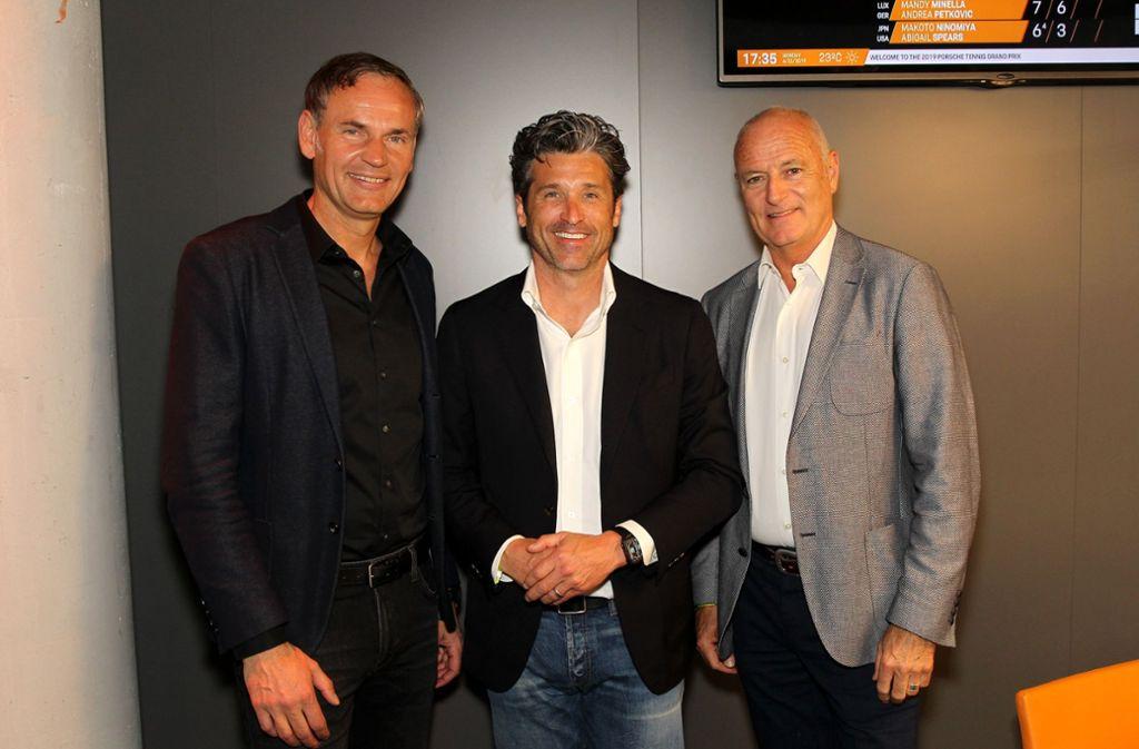 Porsche-Chef Blume, Schauspieler Dempsey mit dem Turnierdirektor.  Foto: Sage