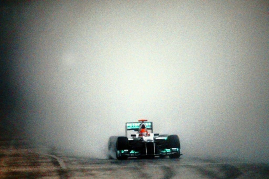 Im Rennen macht Michael Schumachers Silberpfeil  noch  Zicken. Foto: dpa
