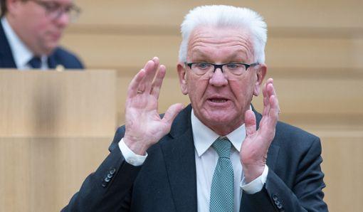 Kretschmann: Müssen Kontakte um 50 Prozent reduzieren
