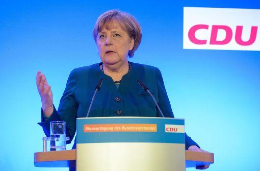 Merkel verspricht Sicherheit und Wohlstand