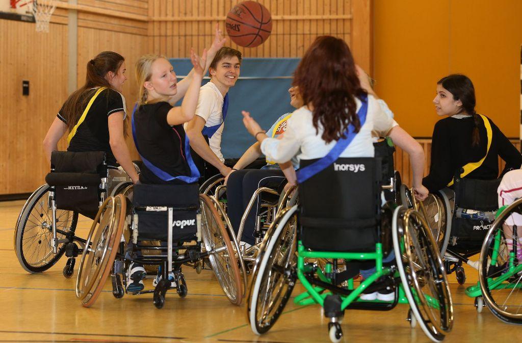 Basketball macht den Schülern der Margarete-Steiff-Schule Spaß, auch im Rollstuhl. Foto: Pressefoto Baumann