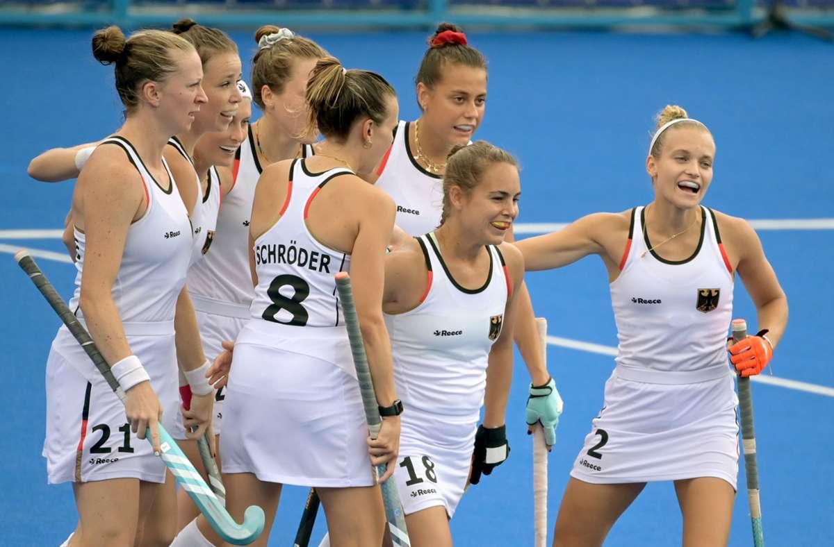 Die Hockey-Damen haben weiter eine weiße Weste. Foto: dpa/Sebastian Gollnow