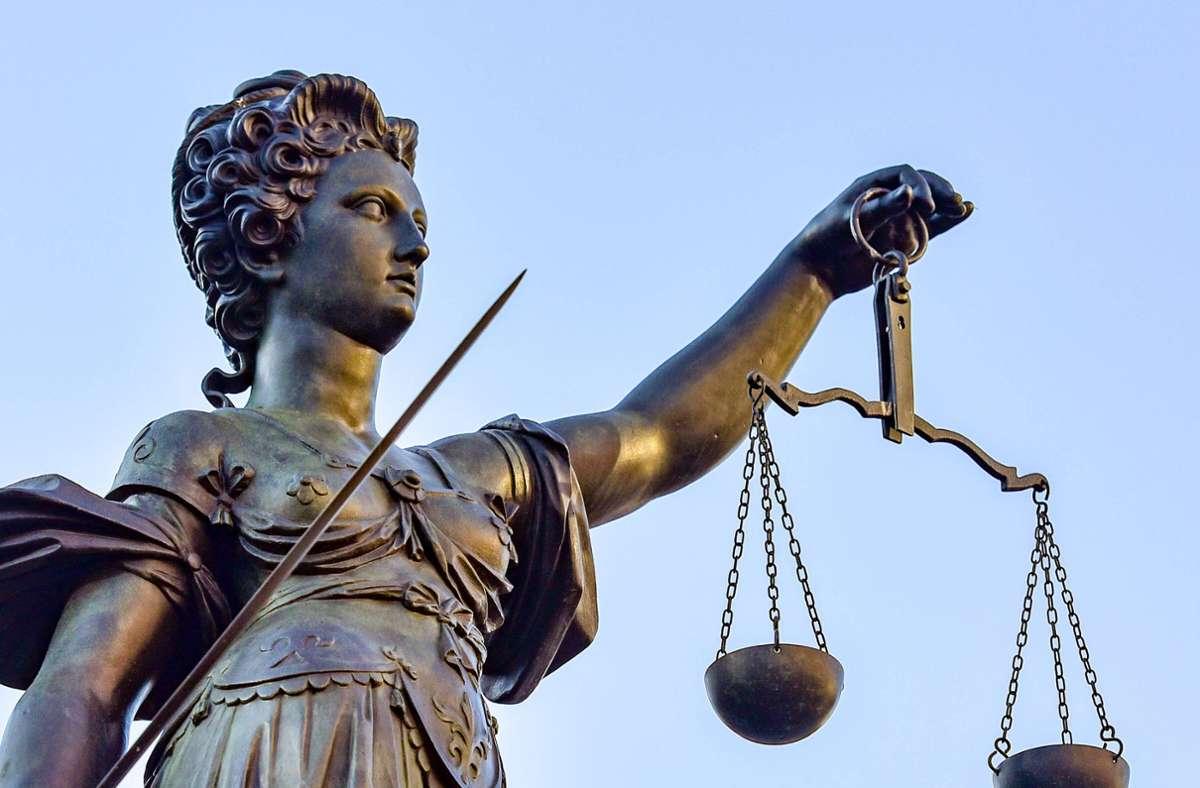 Der Hauptangeklagte wurde vom Landgericht Münster wegen 29 Fällen von sexuellem Missbrauch zu einer langen Gefängnisstrafe verurteilt (Symbolbild). Foto: imago images/Jan Huebner/Blatterspiel via www.imago-images.de