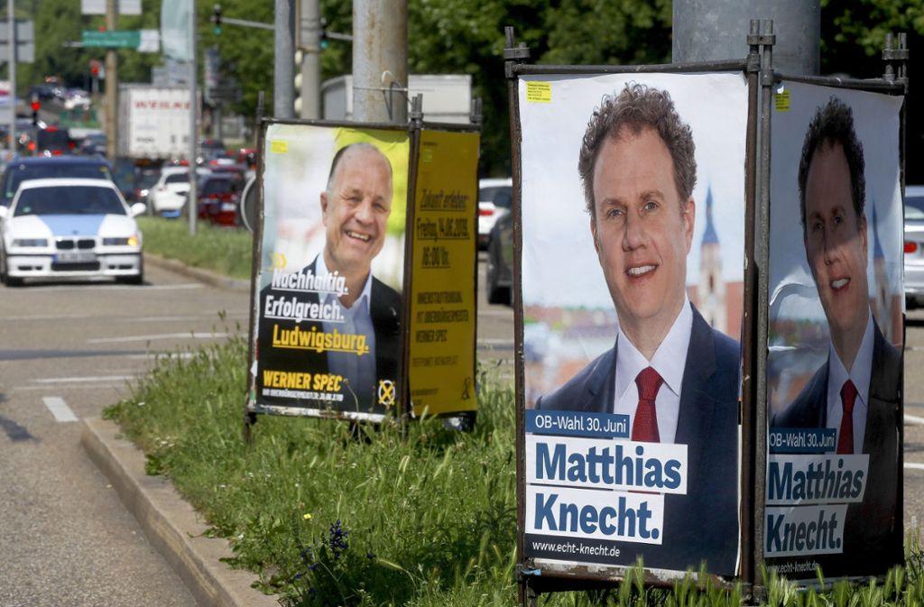 An vielen Straßen werben die Kandidaten für sich. Foto: factum/Simon Granville