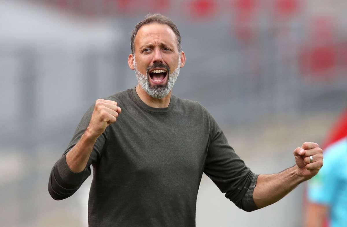 Trainer Pellegrino Matarazzo bittet seine Mannschaft wieder zum Training. Foto: dpa/Daniel Karmann