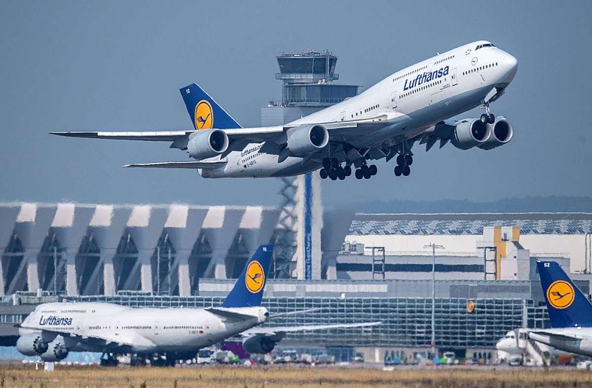 Lufthansa:  künftig mit Gästen statt mit Damen und Herren unterwegs Foto: dpa/Boris Roessler