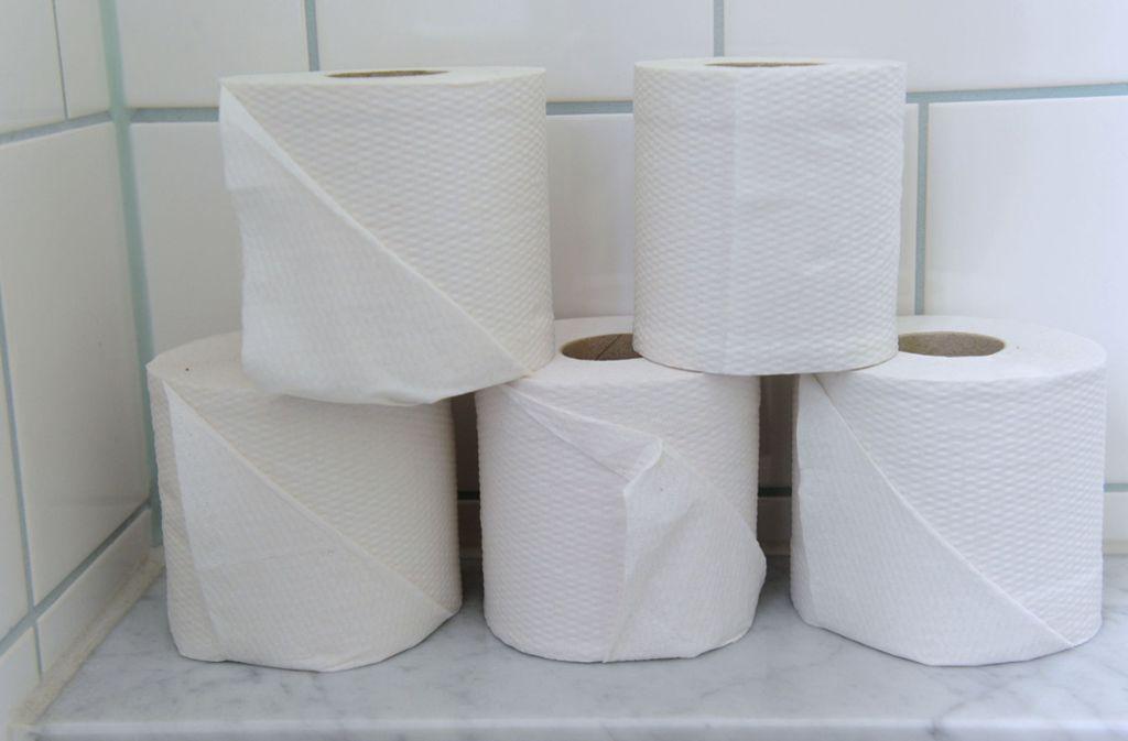 Das einlagige, raue Toilettenpapier war bei den Mitarbeitern nicht besonders beliebt. Manche brachten lieber weicheres Papier von zu Hause mit. Foto: dpa