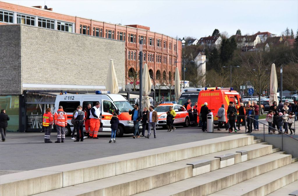 Am Ufer der Murr sammelten sich Rettungskräfte. Foto: 7aktuell.de/Mehmet Okatan