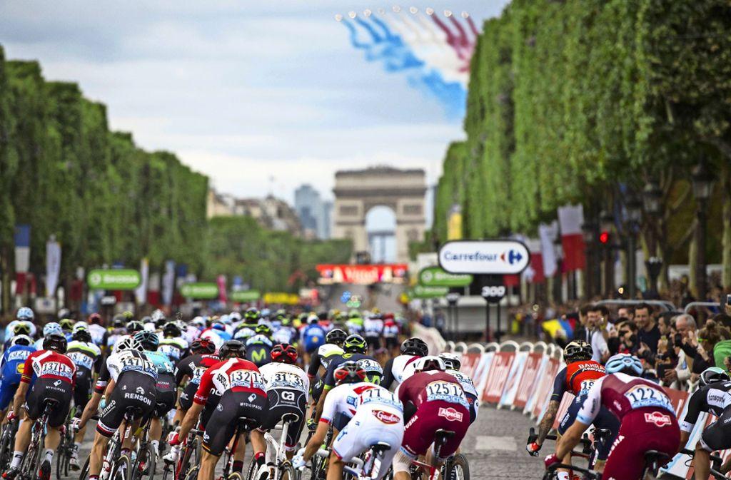Der Klassiker aller Klassiker: die Tour de France kurz vor dem Zielsprint Foto: imago/Felix Jason