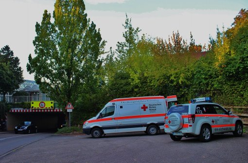 Krankenwagen bleibt in Unterführung hängen
