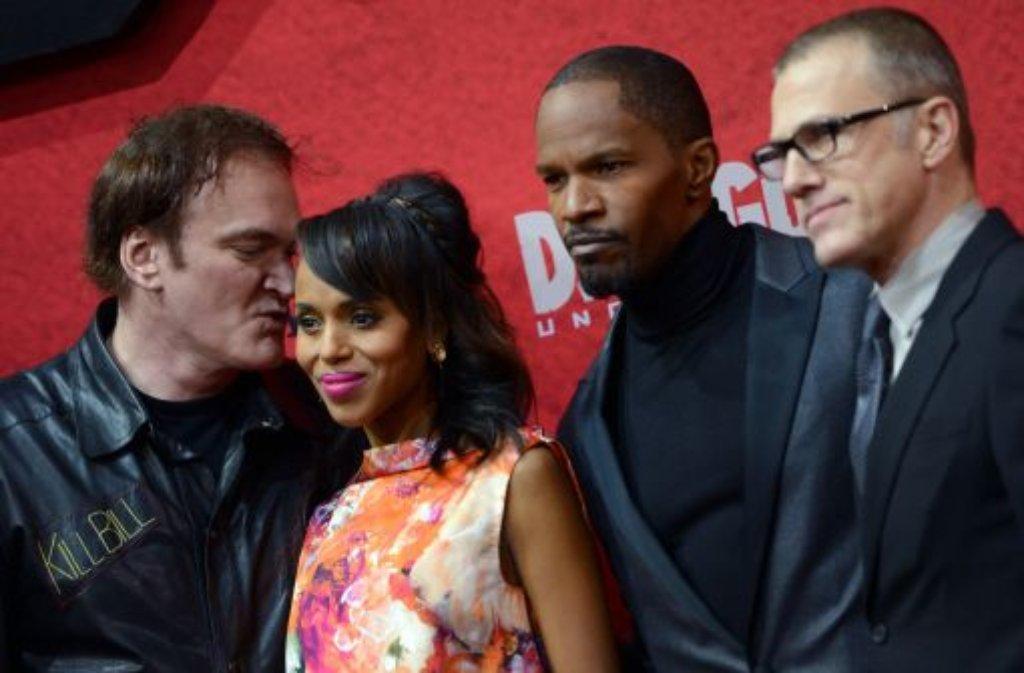 US-Regisseur Quentin Tarantino, US-Schauspielerin Kerry Washington, US-Schauspieler Jamie Foxx und der deutsch-österreichische Schauspieler Christoph Waltz (von links nach rechts) bei der Premiere des Films Django unchained in Berlin Foto: dpa-Zentralbild