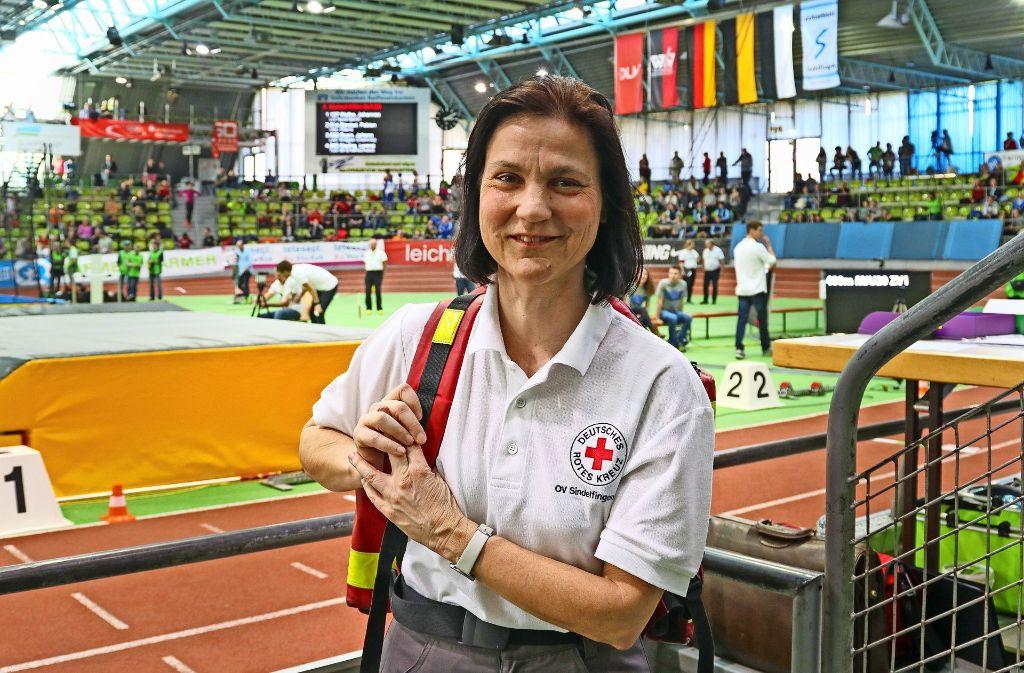 Auch  bei den Leichtathletikfestivals im Glaspalast ist Birgit  Bux mit ihrer Gruppe vor Ort, um sich um Verletzte zu kümmern. Foto: factum/Granville