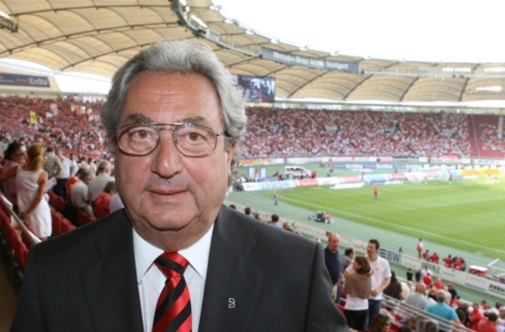 Dieter Hundt blickt beim VfB einer ungewissen Zukunft entgegen. Seine Karriere dokumentieren wir in der folgenden Bilderstrecke. Foto: dpa
