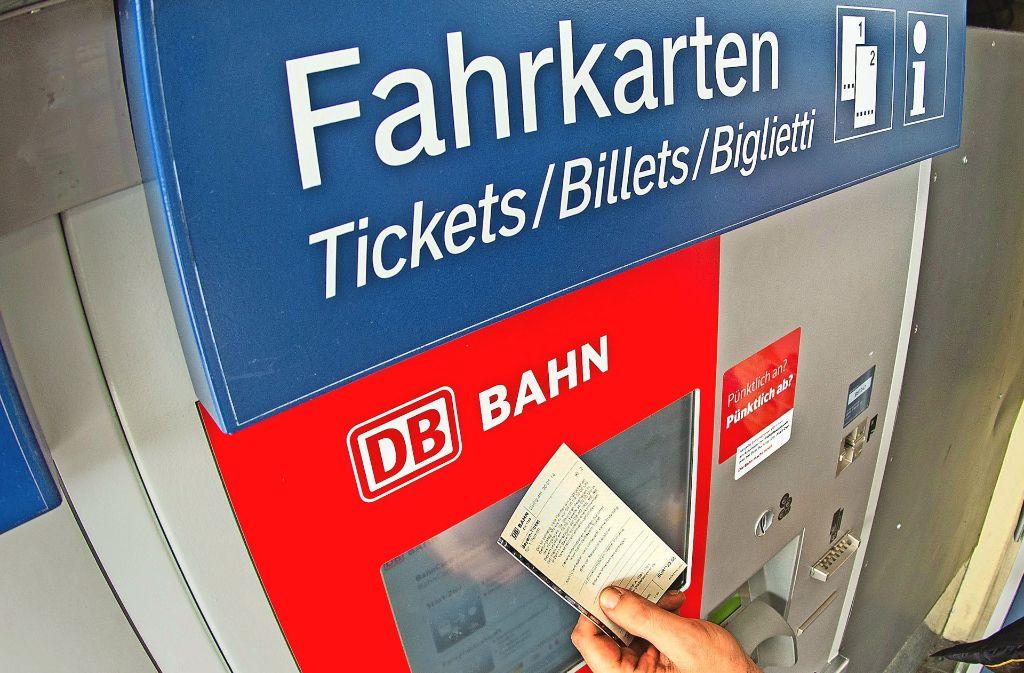 Über die Ticketautomaten macht die Bahn bislang knapp 30 Prozent ihres Umsatzes bei Fahrscheinverkauf. Foto: dpa