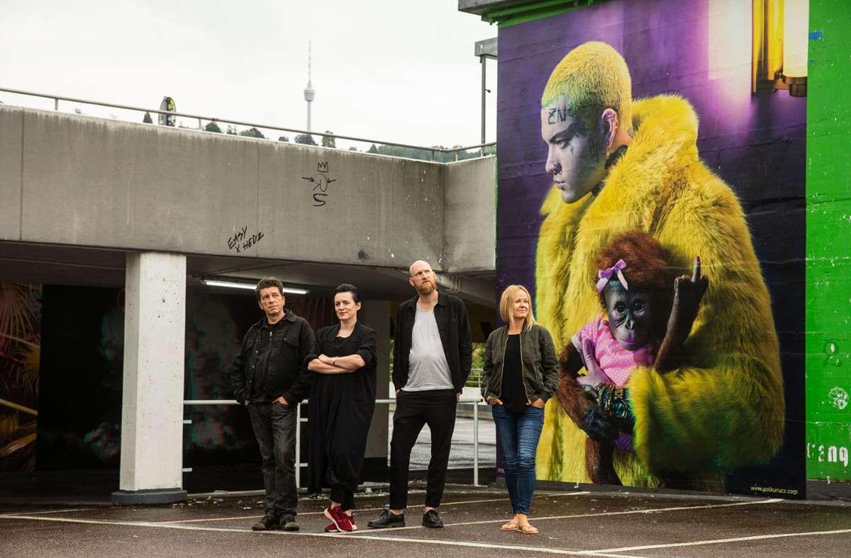 Yves Noir, Monica Menez, Frank Bayh und Steff Ochs (von links) machen das Züblin-Parkhaus zur Drive-through-Fotogalerie. Foto: Lichtgut/Leif Piechowski