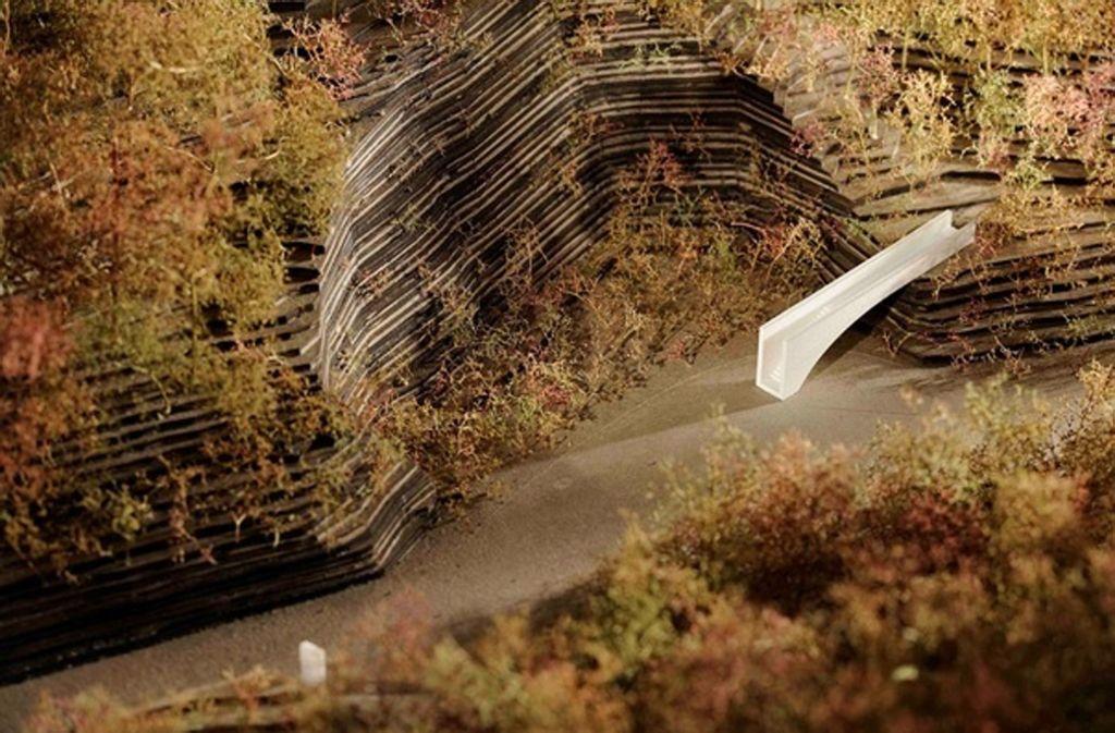 Die 16 Stationen – von der Quelle der Rems bis zur Mündung. Den Anfang macht Essingen. Dort soll diese weiße Treppe nahe des Remsursprungs künftig einen Wanderweg erschließen.  Foto: Foto: Heyer & Miklautsch