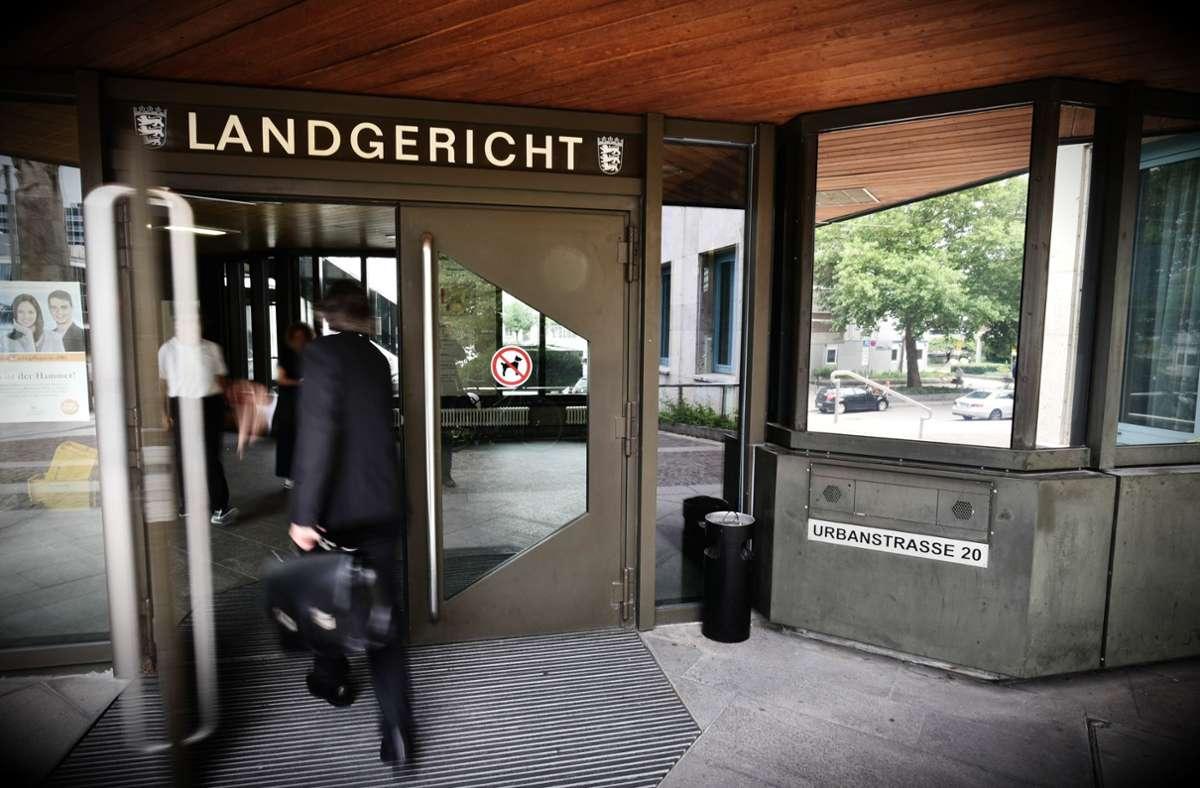 Ein 51-Jähriger steht wegen gefährlicher Körperverletzung vor dem Landgericht Stuttgart. Foto: Weingand / STZN