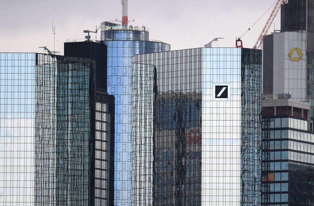 Die beiden Banken könnten zum größten deutschen Geldinstitut verschmelzen. Foto: dpa