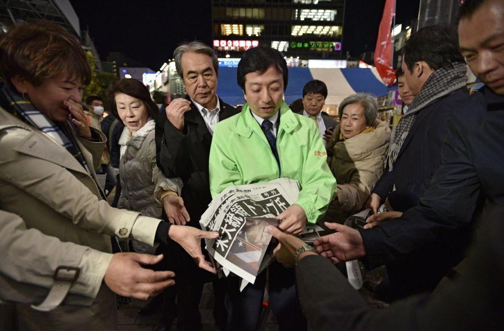 Sehr begehrt in Tokio: Sonderausgabe zum Ausgang der US-Wahl Foto: EPA