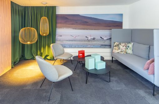 Jeder braucht mal eine Pause: Die elegante Lounge-Ecke bietet Gelegenheit, sich gemütlich zurückzulehnen und ein wenig zu entspannen.