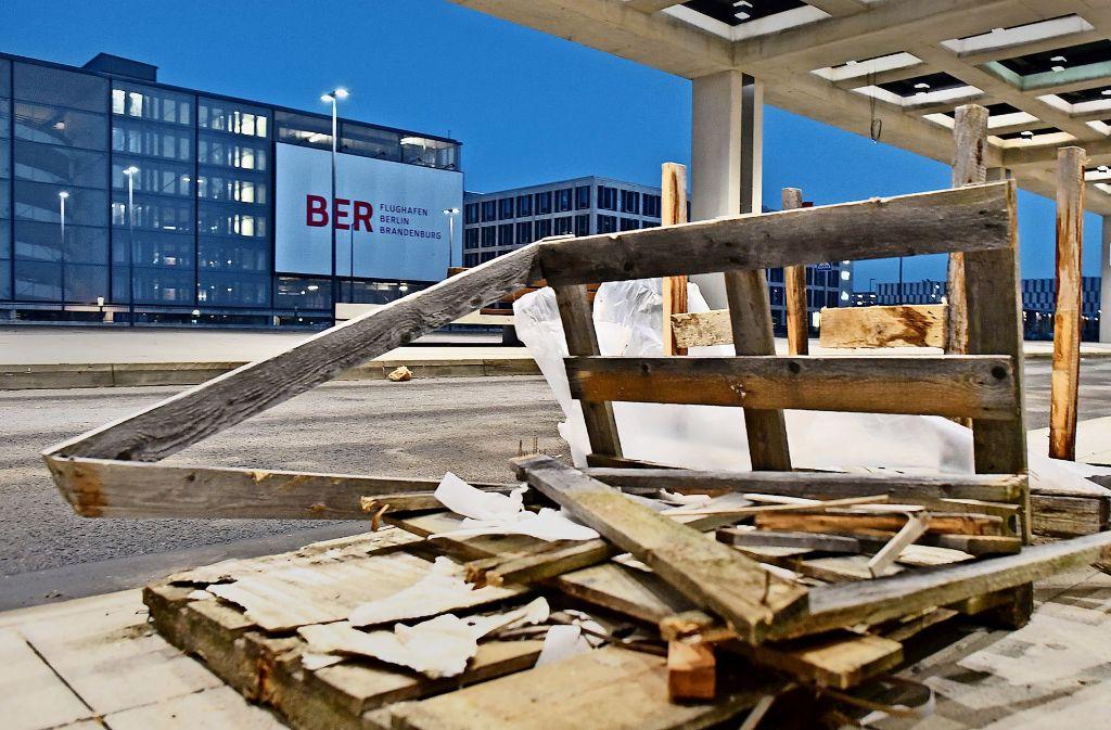 Der neue Berliner Flughafen bleibt eine Baustelle.  Die Probleme mit der Sicherheitstechnik  sind bis heute nicht völlig beseitigt Foto: dpa