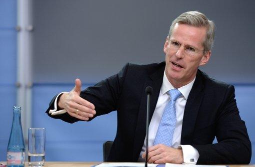 Der CDU-Abgeordnete Clemens Binninger hat den Vorsitz des NSA-Untersuchungsausschusses aufgegeben. Foto: dpa