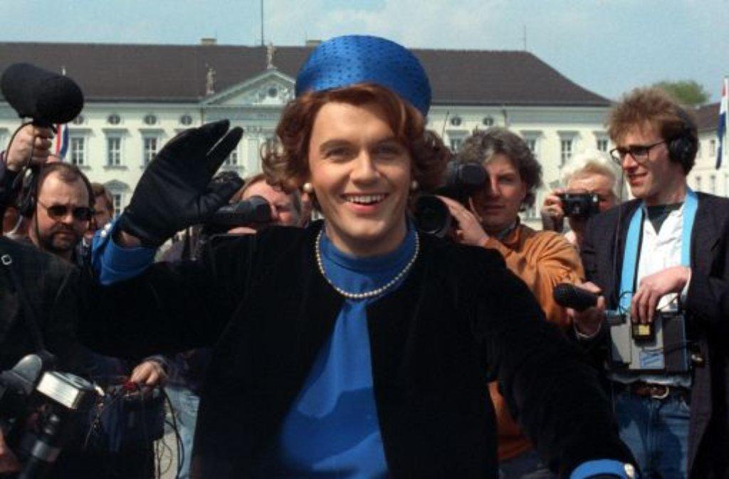 Als Königin Beatrix schrieb Hape Kerkeling 1991 TV-Geschichte. Für den österreichischen Rundfunk ORF wird der Entertainer nun live vom Thronwechsel in den Niederlanden berichten. Foto: dpa