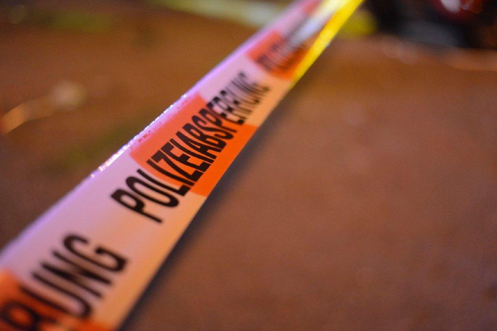 Ein 18-Jähriger prallt in Ludwigsburg mit einem BMW gegen eine Ampel. Der junge Fahrer stirbt noch am Unfallort, seine drei Mitfahrer werden schwer verletzt. Diese und weitere Meldungen der Polizei. (Symbolbild) Foto: www.7aktuell.de | Oskar Eyb