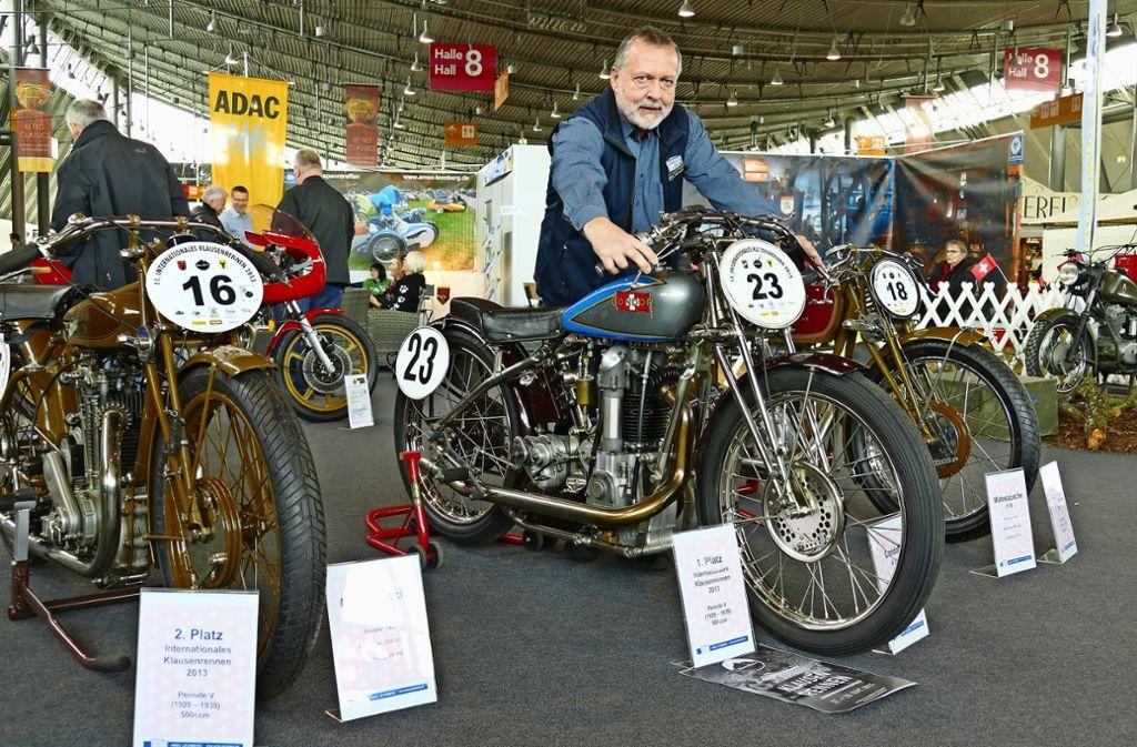 Klaus Roth vom Allgemeinen Motorradsport-Club Leonberg mit Maschinen von Motosacoche Franconi und Condor Foto: Torsten Schöll