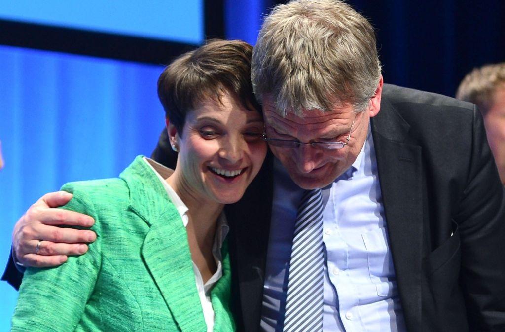 Beim Bundesparteitag der AfD Ende April in Stuttgart beglückwünschte Landeschef Jörg Meuthen die Co-Bundesvorsitzende Frauke Petry noch für ihre Rede – inzwischen scheint das Tischtuch zwischen beiden zerschnitten Foto: Getty Images