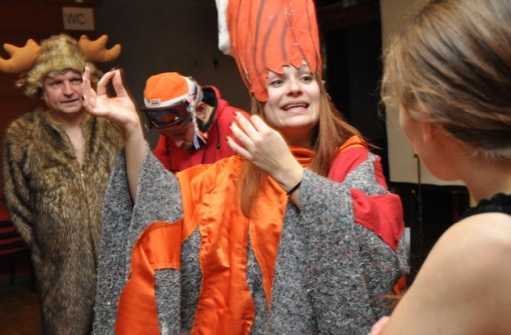 """Vier Personen, ein Beziehungsdrama: Die Stuttgarter Schauspielgruppe Spiel-Betrieb zeigt   ihre neue Produktion """"Perplex"""" im Generationenhaus Heslach. Foto: Claudia Leihenseder"""
