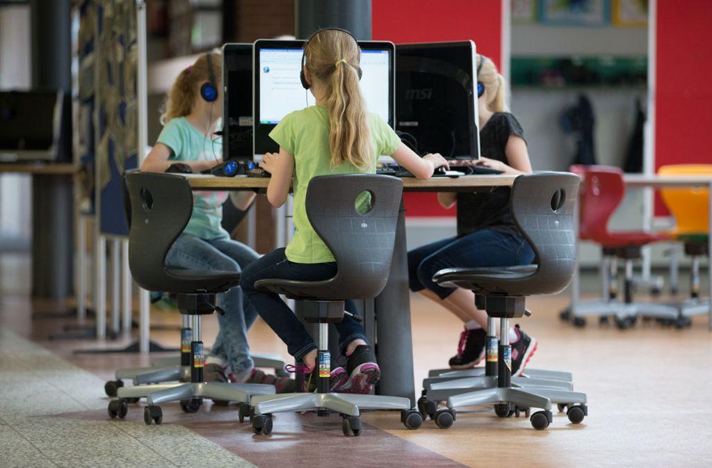 Jede Schule soll aus dem Digitalpakt 25 000 Euro für Computer, W-Lan und Lernsoftware erhalten. Foto: dpa