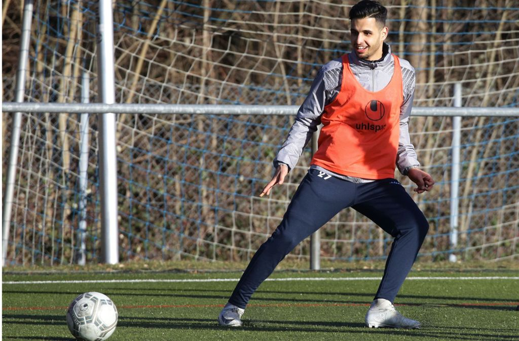Auch im Training mit Begeisterung bei den Kickers am Ball: Neuzugang Ilias Soultani (li.). Foto: Baumann