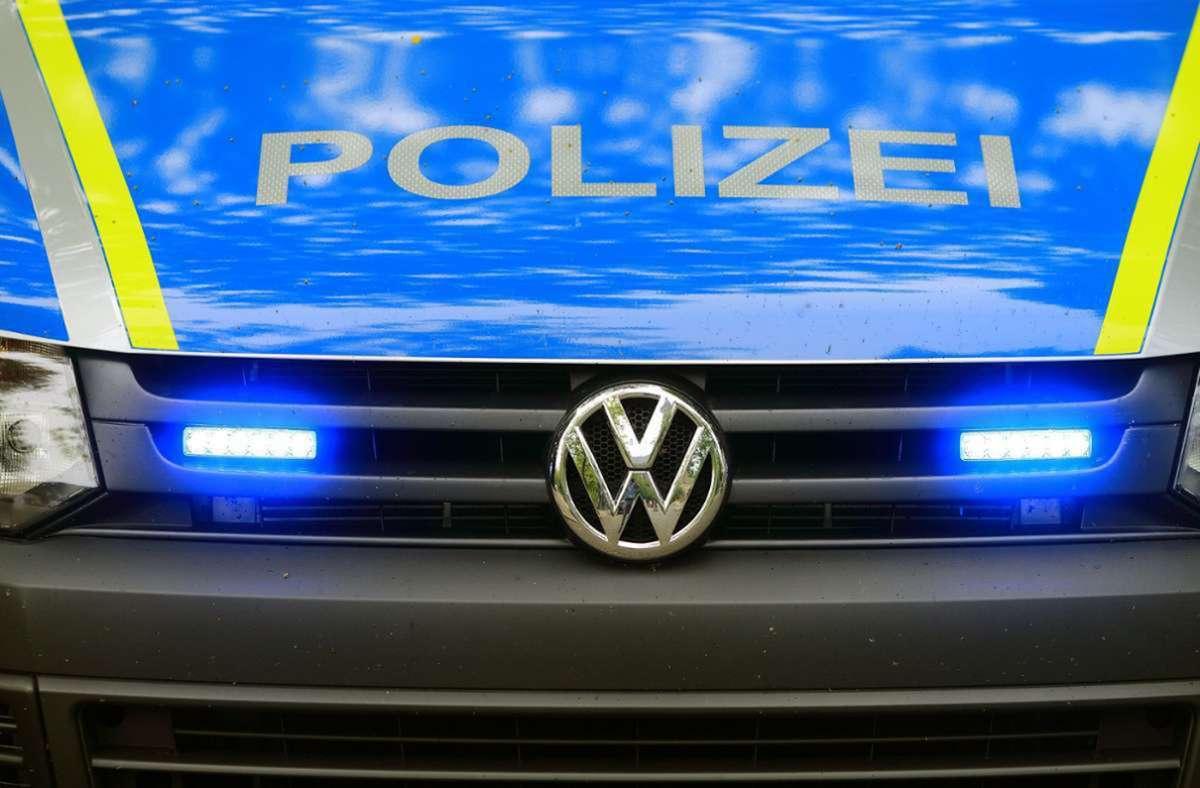 Laut Polizei wurde die Maschine mit einem Fahrzeug abtransportiert (Symbolbild). Foto: dpa/Jens Wolf