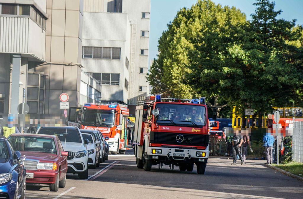 Ein Brand im Daimler-Werk in der Emil-Kessler-Straße hat am Mittwochmorgen für Aufregung gesorgt. Foto: SDMG/ Kohls