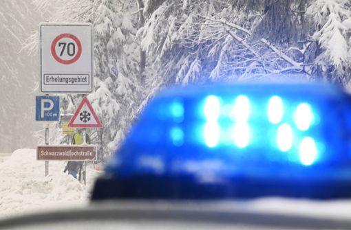 Unfälle und gesperrte Straßen wegen Glätte und Schnee