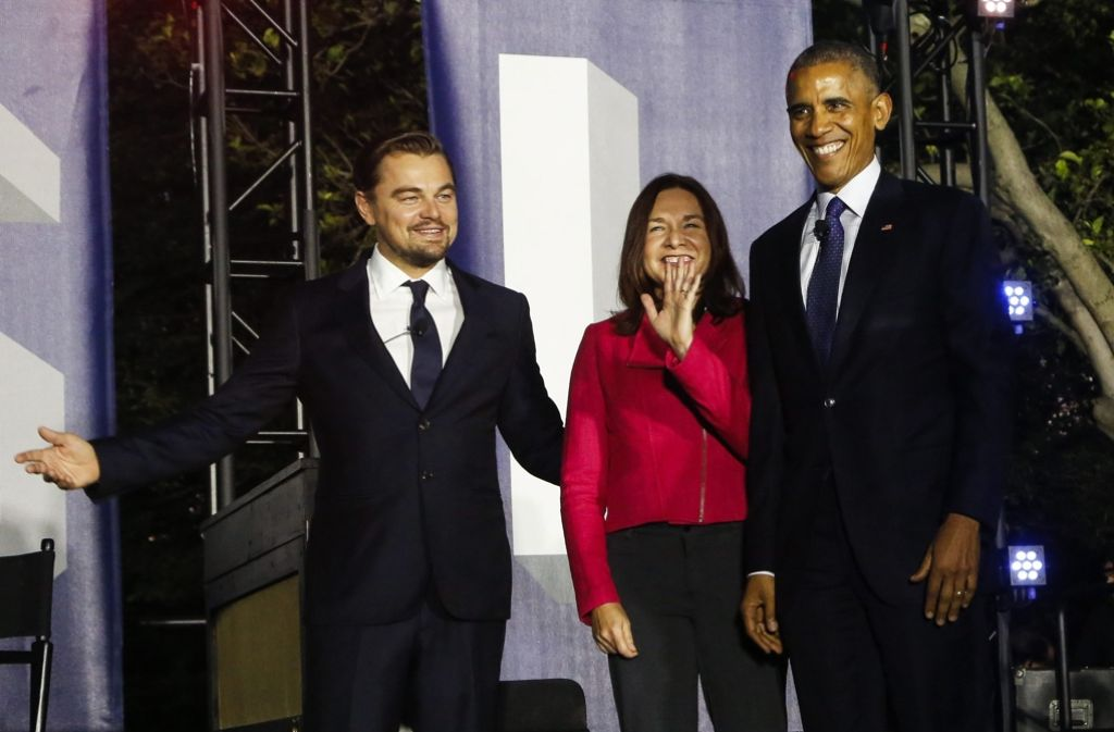 US-Präsident Barack Obama (rechts), Leonardo DiCaprio (links) und die Wissenschaftlerin Dr. Katharine Hayhoe haben sich zu einer Diskussionsrunde auf dem Gelände des Weißen Hauses getroffen. Foto: