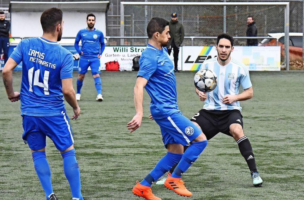 Petar Vidovic (rechts) erzielte in der Partie gegen den GFV Ermis den zwischenzeitlichen 1:1-Ausgleich für die Beograder. Foto: Günter  Bergmann