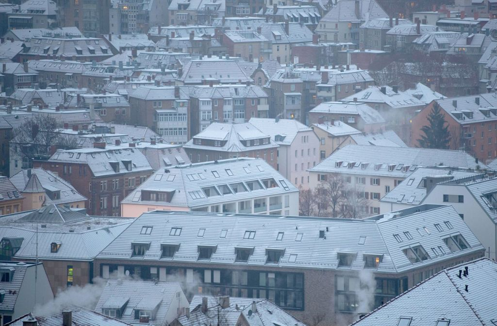 Der Schnee hat im Südwesten auch die Städte fest im Griff. Foto: dpa